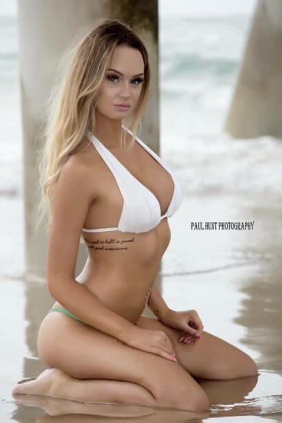 topless-waitress-gold-coast-amara