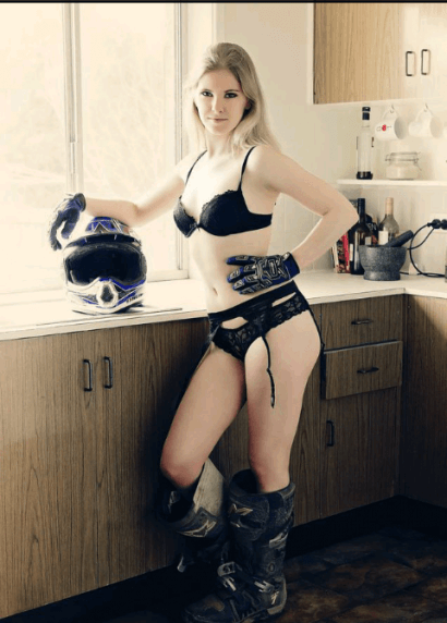 topless-waitresses-melbourne-diva-1